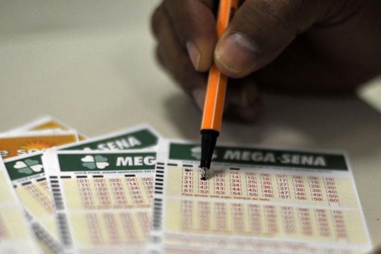 Mega-Sena: os bolões para a Mega-Sena têm preço mínimo de R$ 10, e cada cota deve ser de, pelo menos, R$ 4 - Foto: Marcello Casal Jr.| Agência Brasil