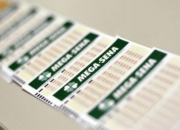 Apostas podem ser feitas até as 19h em qualquer casa lotérica credenciada pela Caixa - Foto: Marcello Casal Jr. | Agência Brasil