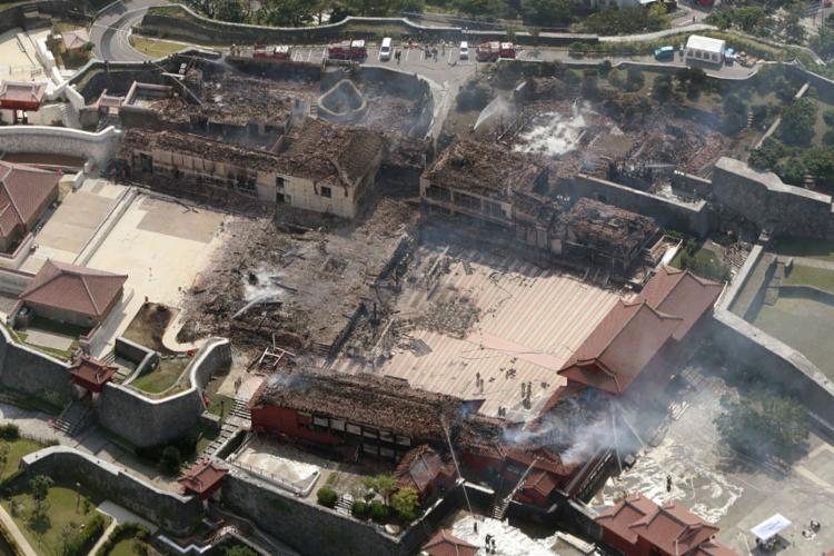 O fogo já consumiu 4.200 metros quadrados do complexo | Foto: STR | Jiji Press | AFP - Foto: STR | Jiji Press | AFP