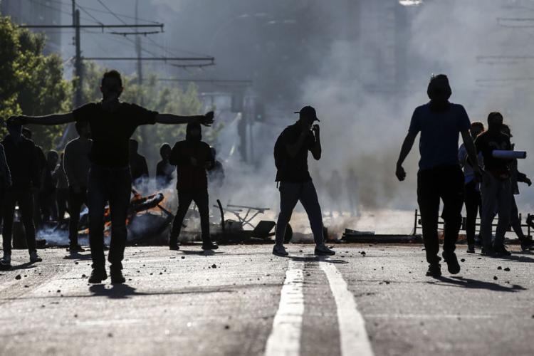 As decolagens com destino a Santiago também estão sujeitas a alterações ou cancelamentos - Foto: Javier Torres   AFP