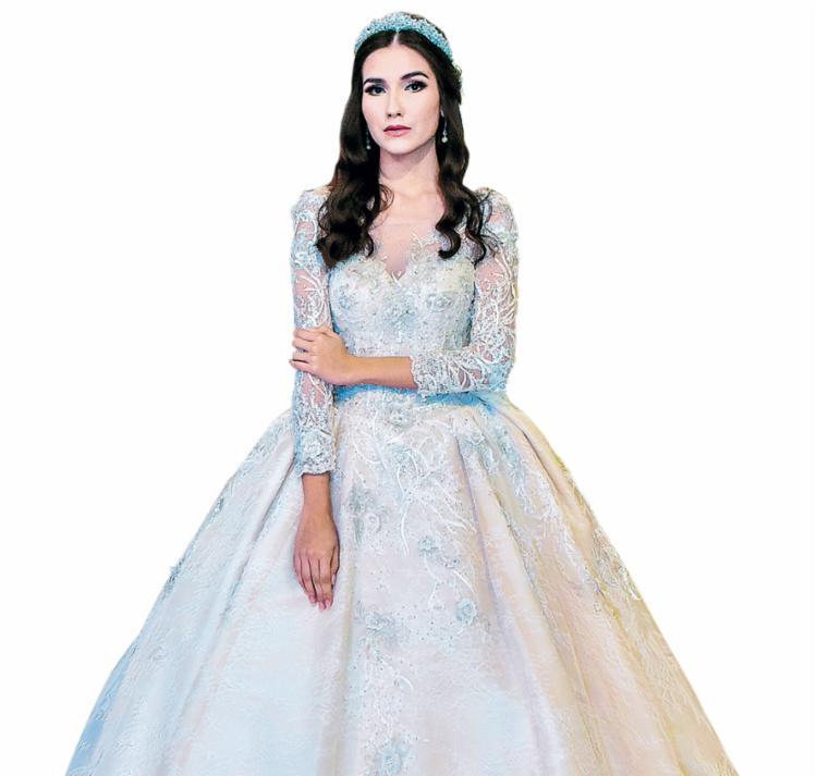 A modelo Mariana Furquim usa vestido criado por Rosie Andrade Maciel - Foto: Ivan Ferreira | Divulgação