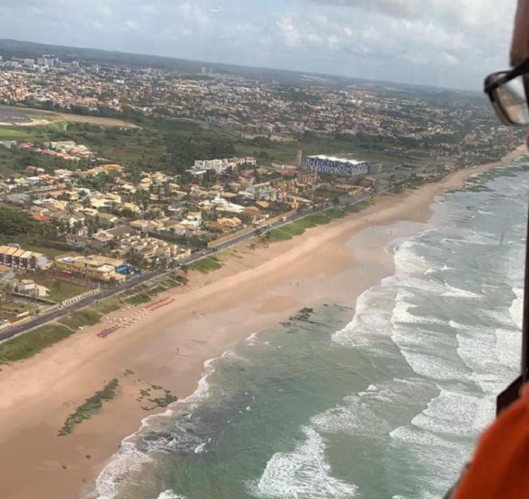 Comitiva sobrevoou a costa litorânea em busca de pelotas de óleo - Foto: Divulgação | Secom