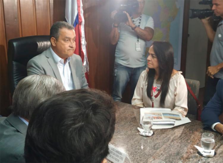 Governador se reuniu com gestores dos municípios afetados, entre os quais, Moema Gramacho, de Lauro de Freitas - Foto: Natália Figueiredo | Ag. A TARDE
