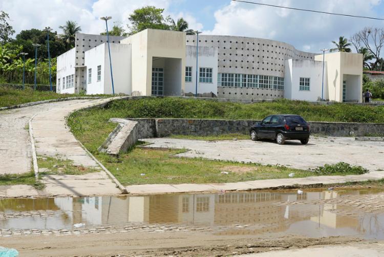 Construção abandonada poderia melhorar situação dos pacientes