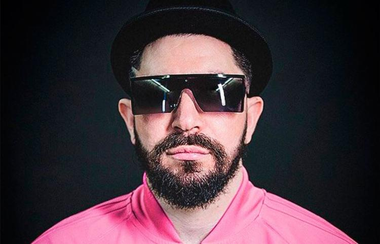 DJ carioca OMULU agitará a pista na quinta-feira com suas batidas tropicais - Foto: Divulgação