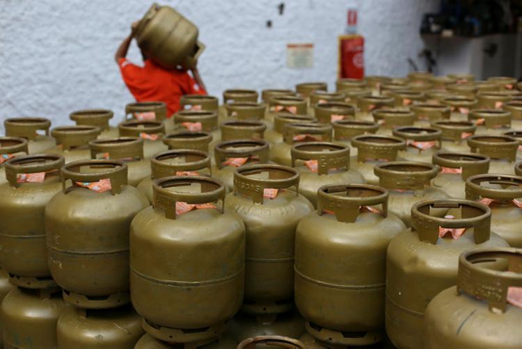 Preço do botijão de 13 quilos nas refinarias passará para R$ 25,26 - Foto: Raul Spinassé | Ag. A TARDE