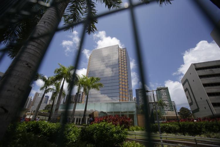 A Torre Pituba, que custou R$ 2 bilhões e tem taxa de ocupação de 20%, pode ser desocupada até dezembro