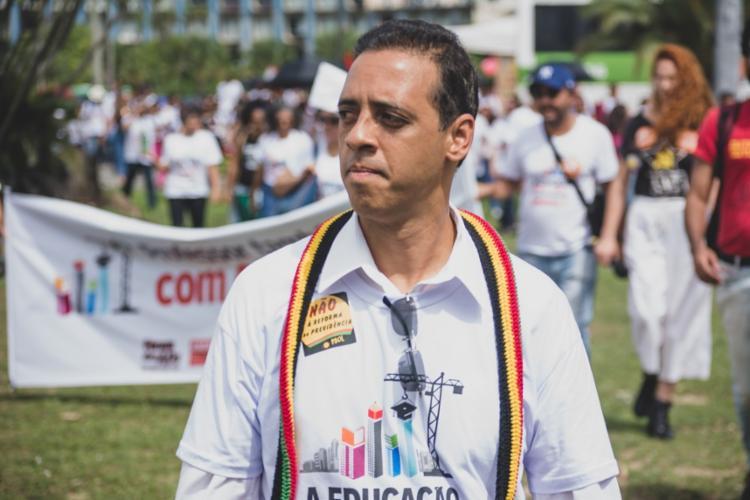 """O deputado Hilton Coelho quer ser o nome do PSol: """"É preciso transitar de um elemento simbólico para um programa político"""""""