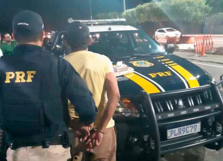No veículo foram encontradas 1500 gramas de maconha e 50 gramas de cocaína - Foto: Divulgação | PRF