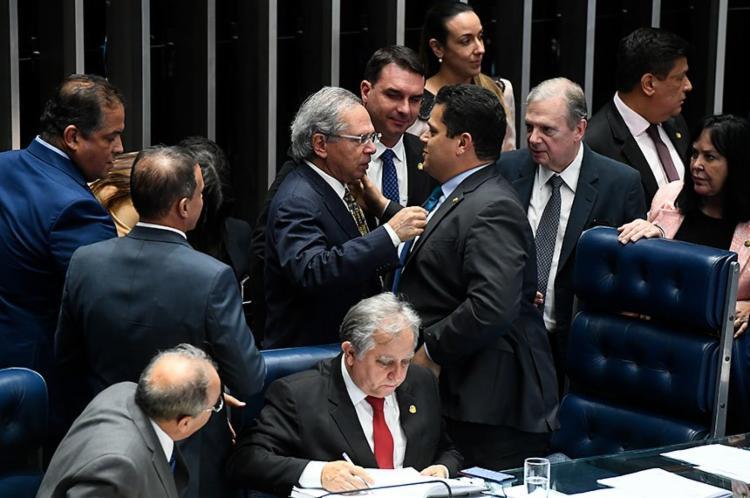 O presidente do Senador, deputado Davi Alcolumbre (DEM0, junto ao Ministro da Economia Paulo Guedes - Foto: Marcos Oliveira | Agencia Senado