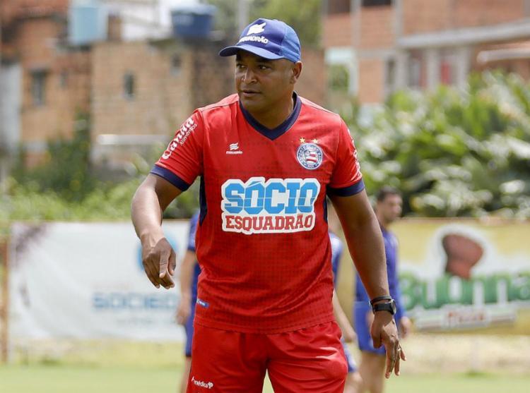 Roger Machado não terá desfalques por suspensão ou lesão para enfrentar o Furacão - Foto: Felipe Oliveira l EC Bahia