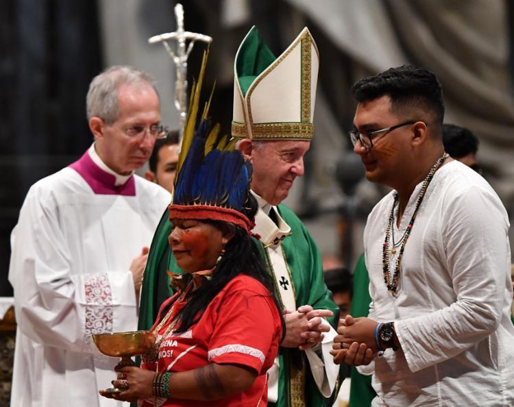 No local, estavam povos indígenas e mais de 180 cardeais, bispos e padres - Foto: Tiziana Fabi l AFP