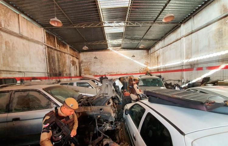 Proprietário do imóvel onde os veículos foram encontrados está sendo procurado pela polícia - Foto: Divulgação | SSP