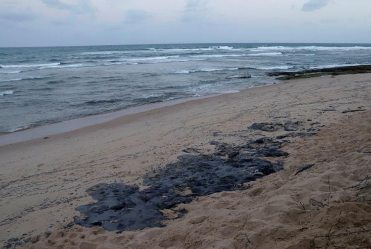 Derramamento de óleo pode ocorrer por acidente ou pelo descarte de mercadoria irregular - Foto: Uendel Galter | Ag. A TARDE