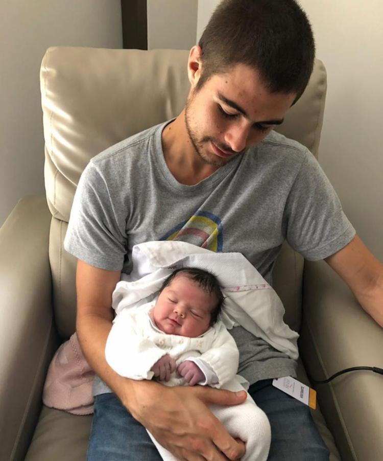 Valéria Alencar, mãe de Rafael Vitti, e Claudia Werneck, mãe de Tata, também compartilharam fotos da neta para anunciar o nome da menina - Foto: Reprodução / Instagram