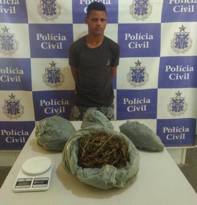 Na ação, foram apreendidos mais de 1,7 kg de maconha, além de uma balança - Foto: Divulgação | Polícia Civil