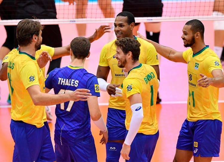 Brasil derrubou canadenses por 3 sets a 0, com parciais de 25/14, 25/22 e 25/14 - Foto: Divulgação | FIVB