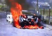 Carro pega fogo no Porto Seco Pirajá | Foto: Reprodução | TV Bahia