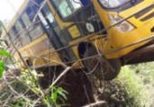 Ônibus escolar fica pendurado em ponte na Bahia | Cidadão Repórter | Via WhatsApp