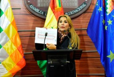 Em sessão esvaziada, senadora Jeanine Áñez se declara presidente da Bolívia | Reprodução | Facebook