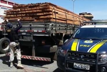 Carregamento de madeira ilegal é apreendido em Barreiras | Divulgação | PRF