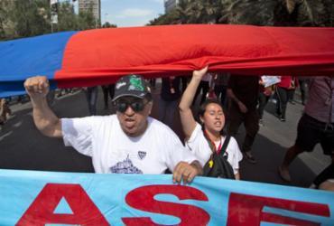 Chile tem dia de greve geral, com grande manifestação em Santiago |