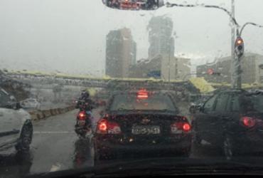 Salvador amanhece com chuva e pontos de alagamento nas principais vias | Jaqueline Suzart | Ag. A Tarde