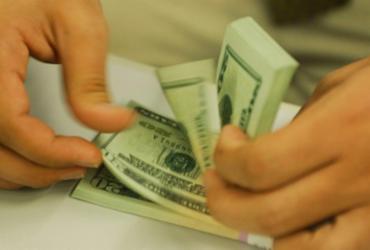 Dólar cai pela terceira sessão seguida e fecha em R$ 5,25 | Marcello Casal Jr | Agência Brasil