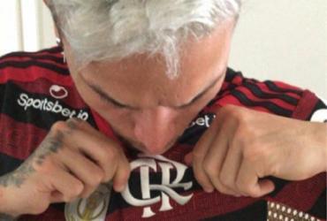 Artur se desculpa após foto vazada beijando a camisa do Flamengo | Reprodução