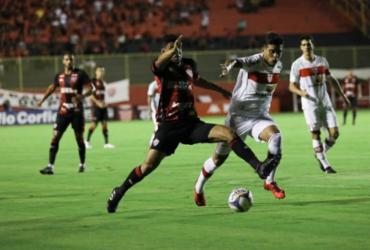 Vitória adia permanência e empata com CRB em duelo de quatro gols | Uendel Galter | Ag. A TARDE