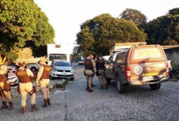 Suspeito de assaltar vans morre durante troca de tiros com a polícia |