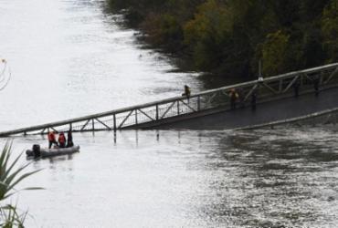 Queda de ponte suspensa no sul da França deixa um morto e desaparecidos | Eric Cabanis/AFP