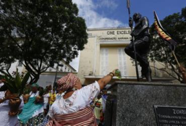 Lavagem da estátua de Zumbi dos Palmares marca o Dia da Consciência Negra |