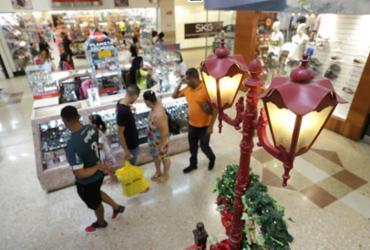 Sem reajuste desde 2018 comerciários alegam dívida de R$ 130 milhões. Lojistas negam débito | Uendel Galter | Ag. A TARDE