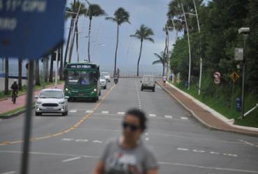 Linhas de ônibus alteram itinerários após interdição na avenida Oceânica | Felipe Iruatã | Ag. A TARDE