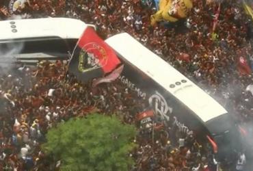 Festa para embarque do Flamengo tem confusão e torcedores pisoteados | Reprodução | TV Globo
