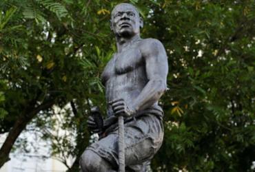 Unegro realiza Lavagem da estátua de Zumbi dos Palmares nesta quarta | Adilton Venegeroles | Ag. A TARDE