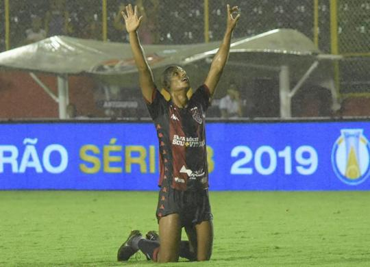Vitória fica a um triunfo de permanência na Série B | Pietro Carpi | EC Vitória