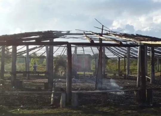 Centro de ritual pataxó em Porto Seguro é incendiado   Reprodução   Twitter