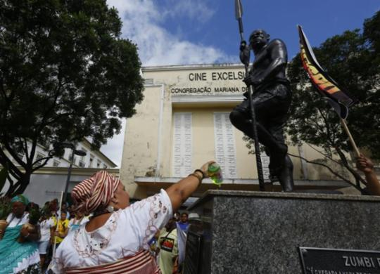 Veja imagens da 11ª Lavagem da Estátua de Zumbi dos Palmares | Rafael Martins | Ag. A TARDE