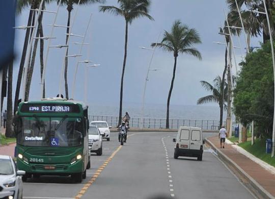 Linhas de ônibus alteram itinerários após interdição | Felipe Iruatã | Ag. A TARDE
