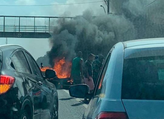 Estrada do Coco fica congestionada após manifestação na rodovia | Cidadão Repórter