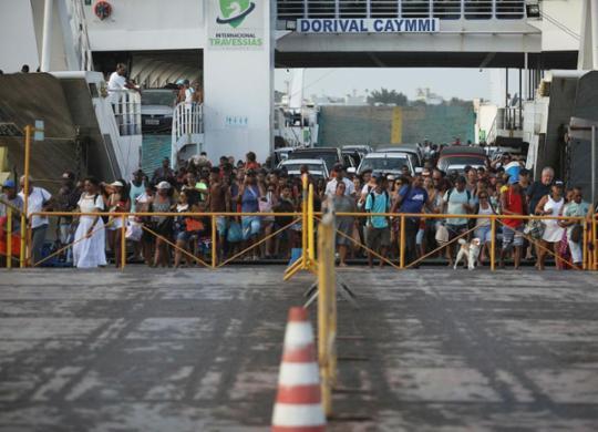 Após feriadão, movimento de retorno à capital é intenso nesta segunda   Felipe Iruatã   Ag. A TARDE