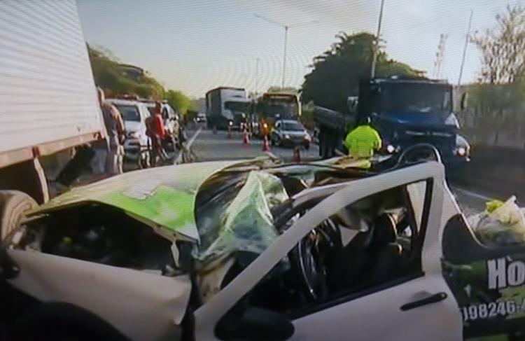 Acidente aconteceu no trecho de Águas Claras | Foto: Reprodução | TV Bahia - Foto: Foto: Reprodução | TV Bahia