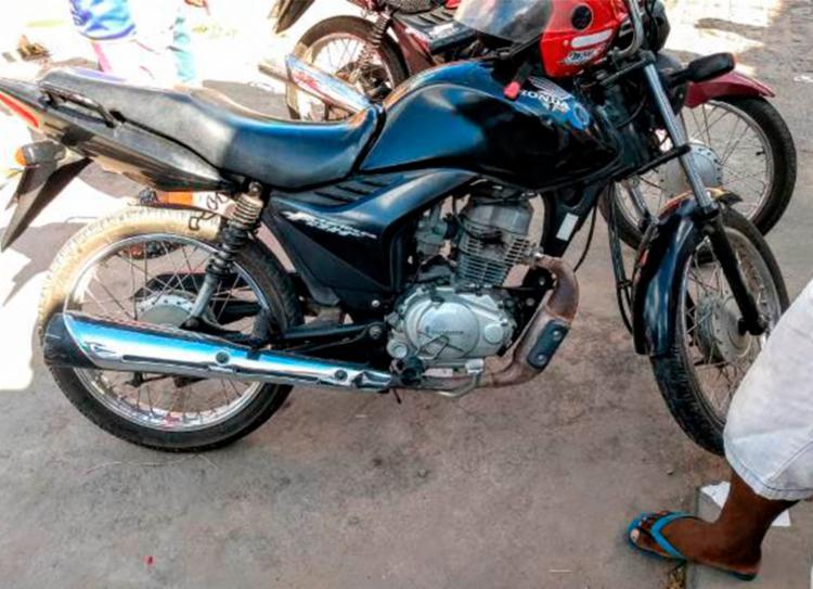 Vítima estava com a motocicleta do padastro quando foi morto | Foto: Ed Santos | Acorda Cidade - Foto: Ed Santos | Acorda Cidade