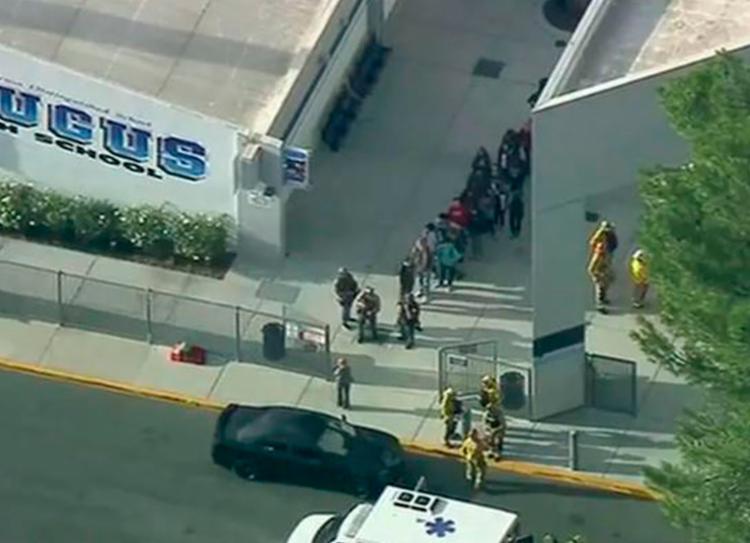 Ataque ocorreu na escola Saugus, em Santa Clarita, a 48 km de Los Angeles   Foto: Reprodução   KTTV TV - Foto: Reprodução   KTTV TV