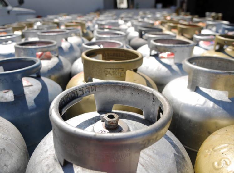 Esse o segundo aumento seguido no preço do gás para botijões de 13 quilos - Foto: Agência Brasil