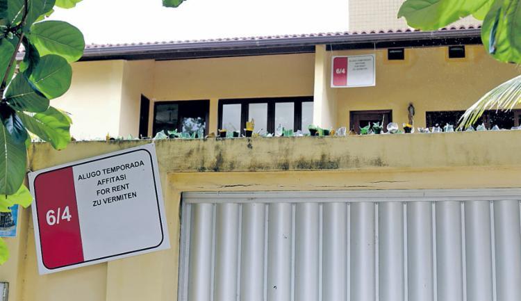Existem ofertas de imóveis por temporada em todo o litoral baiano | Foto: Adilton Venegeroles | Ag. A TARDE - Foto: Adilton Venegeroles | Ag. A TARDE