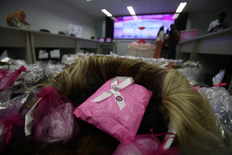 Cabelo arrecadado é suficiente para confeccionar cerca de 250 perucas | Foto: Rafael Muller | Ag A TARDE - Foto: Rafael Muller | Ag A TARDE