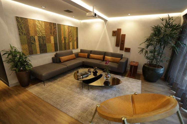 Lounge Receptivo, das arquitetas Daiana Fernandes e Lorena Damásio - Foto: Raul Spinassé